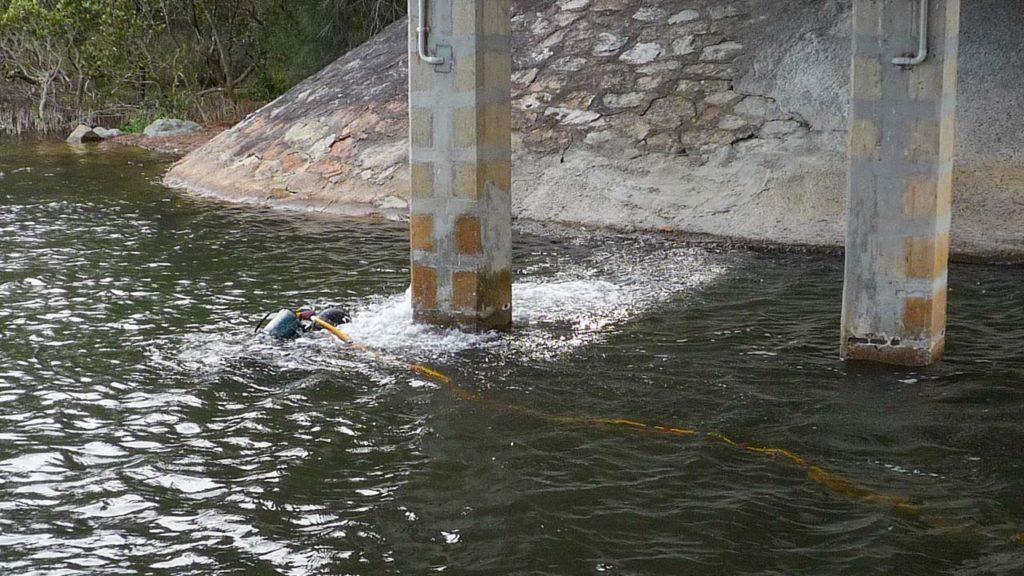 Bridge Pylon Underwater Pressure Blasting