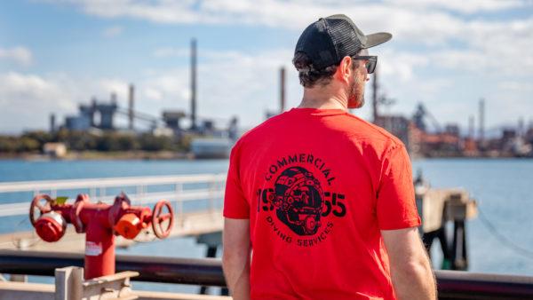 Tshirt Helmet Ss Red Rear Solo