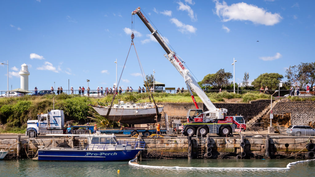 Wollongong Harbour Yacht Salvage